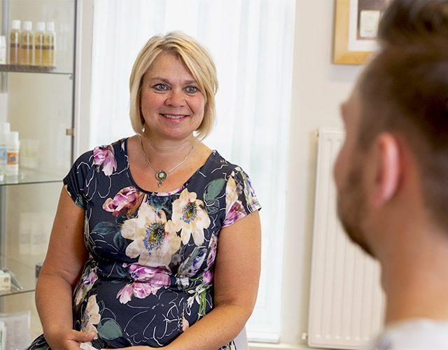 Kim van de Schoot in gesprek met klant