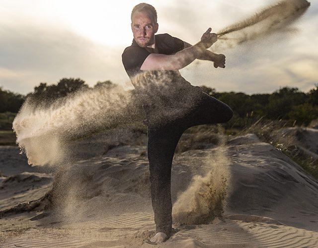 Dansen met zand beroepsportret op locatie