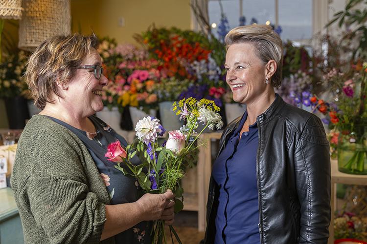 Bloemenwinkel klant eigenaresse